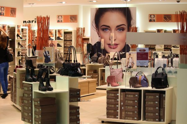 Advantages of uplights in retail